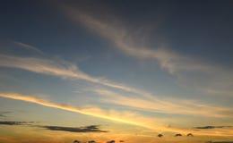 Manhã do nascer do sol e céu azul Fotos de Stock Royalty Free