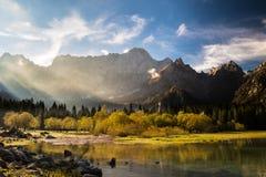 Manhã do outono nos cumes Imagem de Stock