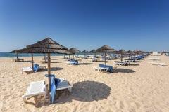 Manhã do verão na ilha da praia de Tavira Portugal, o Algarve Imagem de Stock