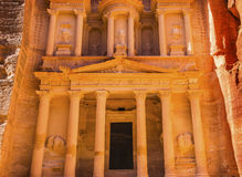 Manhã dourada amarela Siq Petra Jordan do Tesouraria Fotos de Stock