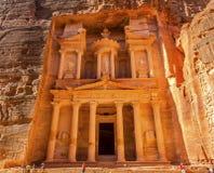 Manhã dourada amarela Siq Petra Jordan do Tesouraria Imagens de Stock