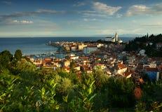 Manhã em Piran pelo mar Mediterrâneo, Eslovênia. foto de stock royalty free