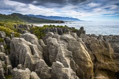 Manhã em rochas da panqueca em Punakaiki, Nova Zelândia fotos de stock