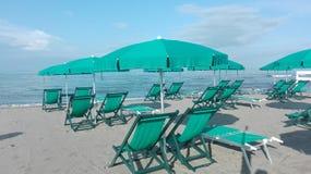 Manhã em um clube da praia no fim da estação fotos de stock