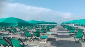 Manhã em um clube da praia no fim da estação imagens de stock royalty free