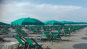 Manhã em um clube da praia no fim da estação foto de stock royalty free