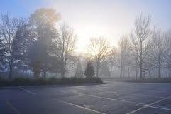 Manhã enevoada adiantada - carpark vazio Imagens de Stock Royalty Free