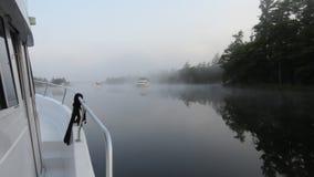 Manhã enevoada na ancoragem Fotos de Stock Royalty Free