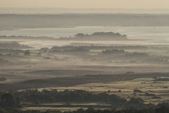 Manhã enevoada sobre o porto de Dorset fotografia de stock
