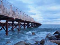 Manhã fria do inverno pelo mar Imagem de Stock Royalty Free