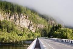 Manhã na estrada da montanha. Fotografia de Stock