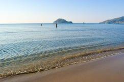 Manhã na praia imagens de stock
