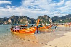 Manhã na praia da ilha de Phi Phi Don Foto de Stock