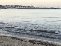 A manhã na praia de Arenal fotografia de stock