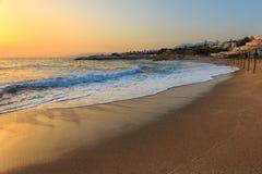 Manhã na praia do hotel Fotografia de Stock