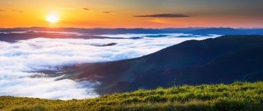 Manhã nas montanhas Fotos de Stock Royalty Free