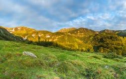 Manhã nas montanhas Imagens de Stock Royalty Free