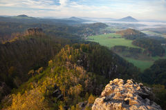 Manhã nas rochas de Switzerland boémio fotografia de stock