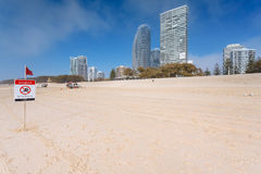 Manhã nevoenta na praia australiana Imagens de Stock Royalty Free