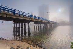 Manhã nevoenta no centro da cidade australiana moderna grande Imagens de Stock