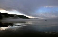 Manhã nevoenta no mar Imagens de Stock