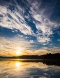 Manhã no lago Imagens de Stock