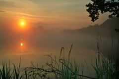 Manhã no lago Fotografia de Stock Royalty Free