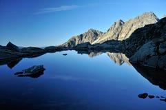 Manhã no lago mountain Imagens de Stock Royalty Free