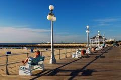 Manhã no passeio à beira mar fotos de stock royalty free