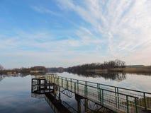 Manhã perto da umidade, Lituânia foto de stock
