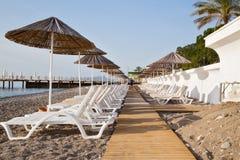 Manhã, praia abandonada Imagem de Stock Royalty Free