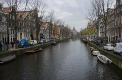 Manhã quieta em um canal em Amsterdão Fotos de Stock Royalty Free