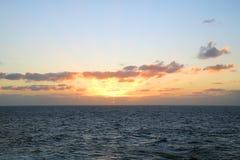 Manhã sobre o oceano E Foto de Stock
