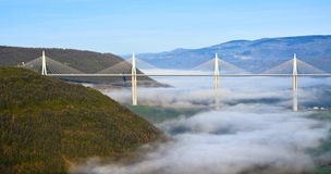 Manhã sobre o vale da ponte de Millau Fotografia de Stock Royalty Free