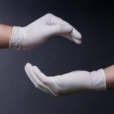Manhänder i latexhandskar royaltyfria foton