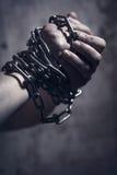 Manhänder med kedjan Royaltyfri Fotografi
