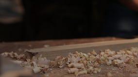Manhänder med snickare hyvlar produktion av eken lager videofilmer