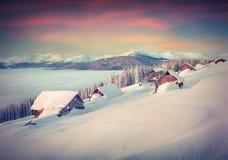 Manhã colorida do inverno nas montanhas Imagens de Stock Royalty Free