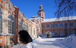 Manh? ensolarada gelado em Alexander Nevsky Monastery fotos de stock