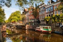 Manhã no canal de Amsterdão Imagens de Stock