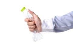 Manhand med flaskan av vatten Royaltyfri Foto