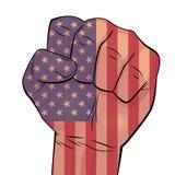 Manhand sammanpressad i näve med USA flaggabakgrund Arkivbild