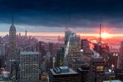manhattan över solnedgång Arkivbild