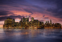 Manhattan alla notte Immagini Stock Libere da Diritti