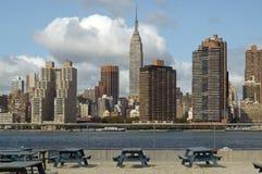 Manhattan attraverso acqua Fotografie Stock Libere da Diritti