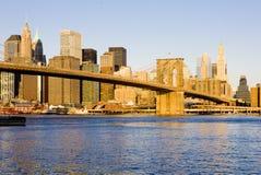 Manhattan avec la passerelle de Brooklyn Photos libres de droits