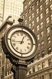 Manhattan-Bürgersteigs-Uhr an der 5. Allee in New York City USA Lizenzfreies Stockfoto