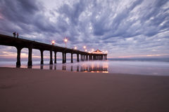 Manhattan- Beachpier-bunter Sonnenuntergang Lizenzfreie Stockfotografie