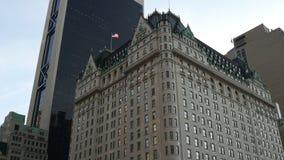 Manhattan berühmt das Piazzahotelstraßen-Ansichtpanorama 4k New York USA stock footage