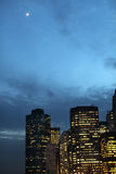 Manhattan bij Nacht Stock Afbeeldingen